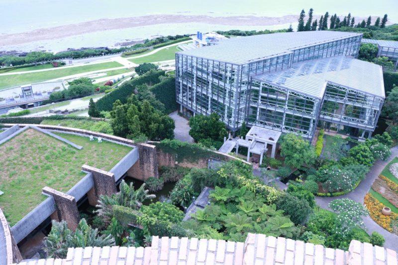 展望台から見られる熱帯ドリームセンターの外観。かなり広いのが良くわかる